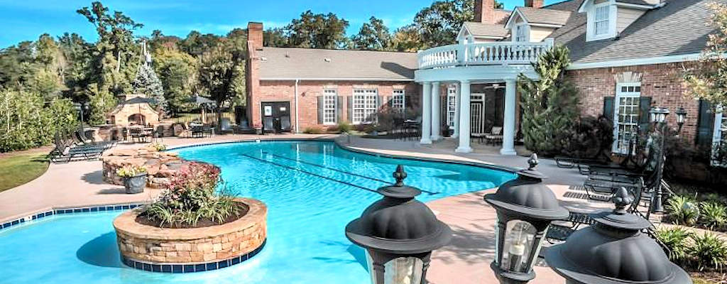 Resort-style swimming pool, sundeck and BBQ grills available at most locations while in your corporate housing in Knoxville.