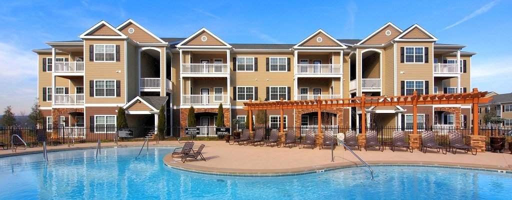 Luxury apartments with state-of-the-art amenities better than extended stay hotels in Knoxville.