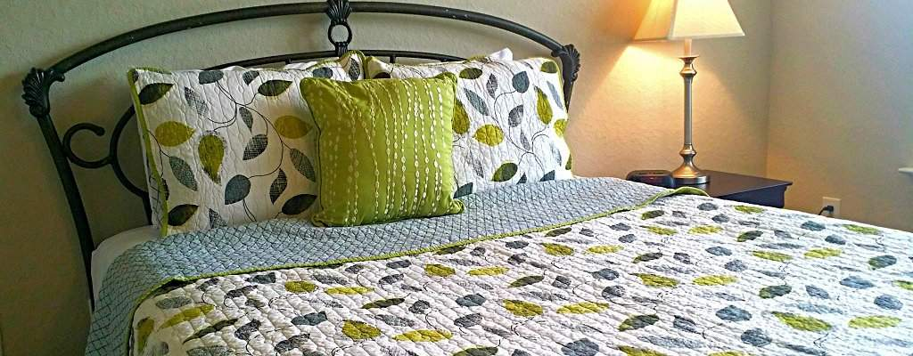 Corporate housing in Knoxville offers quality bed linens that bring the comforts of home.
